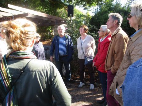 Under Skördemarknaden höll Eva och Roland Gustavsson guidade turer då de bland annat berättade om parkens historia.
