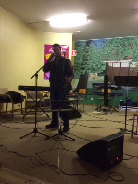 Rapparen The Suit, bjöd på rappmusik som tog upp samhällsaktuella frågor i texterna.