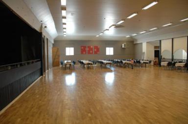 Eriksdalshallens nylagda dansgolv ligger klart för premiärdansen i kväll.