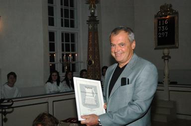 En glad och överraskad Thord Gustafson utsågs ikväll till 2008-års Bollebygdsambassadör