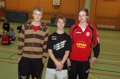 Handbollsspelarna Patric Jigström, Anders Simonsson och Kent Fredriksson har representerat Västergötland i Sverige Cupen i handboll i Katrineholm. Kent, längst till höger är nu uttagen till ett första landslagsläger i mars.