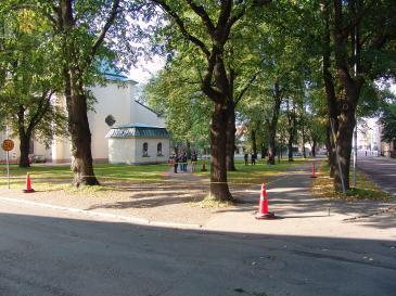 Vasaskolans arkeologielever mäter upp platsen för Vasaskolan 1557-1816. (Fråga 10)
