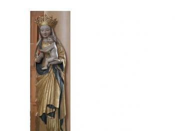 Madonnan som tidigare prytt översta delen på Hedlund-fasaden i Delsbo - nu placerad ner i kyrkan.