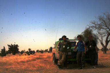 Bilden är tagen strax efter att vi gått in i Mali och sanden<br />börjat bytas ut mot torra gräsmarker.<br />