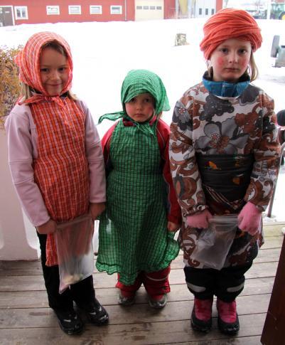 De tre påskkärringarna heter Louise, Ellinor och Frida Hamberg.