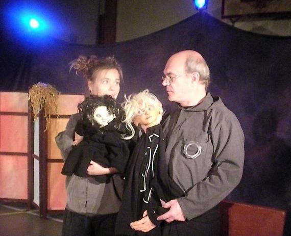 Här har vi skådespelarna från teatern: Anna, E, Yoch Peter!