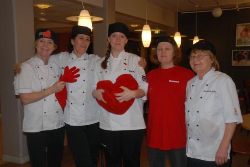 De hjärte-glada köksmästrarna!<br />Karina, Anna, Sara, Nimo och Ingmari.