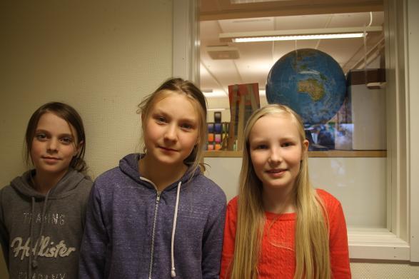 De duktiga gymnasterna Tilde, Inez och Lovisa.