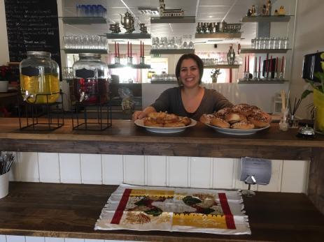 Zeinab Karim Kheiri är glad över att ha öppnat sin egen restaurang i Bräkne-Krogens lokaler.