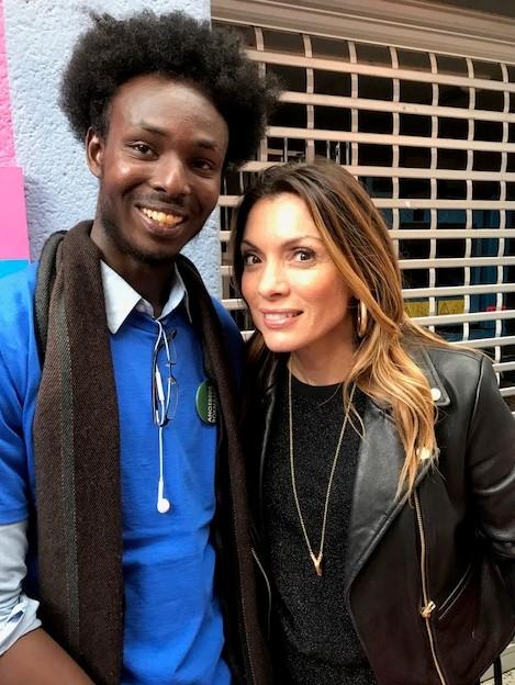 Poeten och EK2-eleven Abdi Ilmi Ali tillsammans med författarekollegan Alexandra Pascalidou.