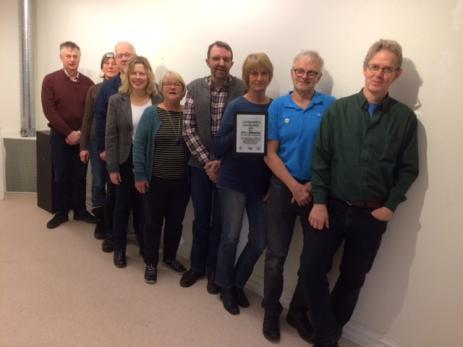 Bräknetrampens representanter ute i byarna kom till Bräkne-Hobys Kulturhus för att närvara när föreningen fick mottaga sitt Folkhälsopris av Centerpartiet.