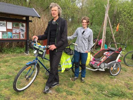 Att cykla med små barn är inga promlem, berättade Matilda Lindholm som cyklade med sin far, Krister Karlssson. och barnen Saga 3 1/2 och Freja 15 månader.