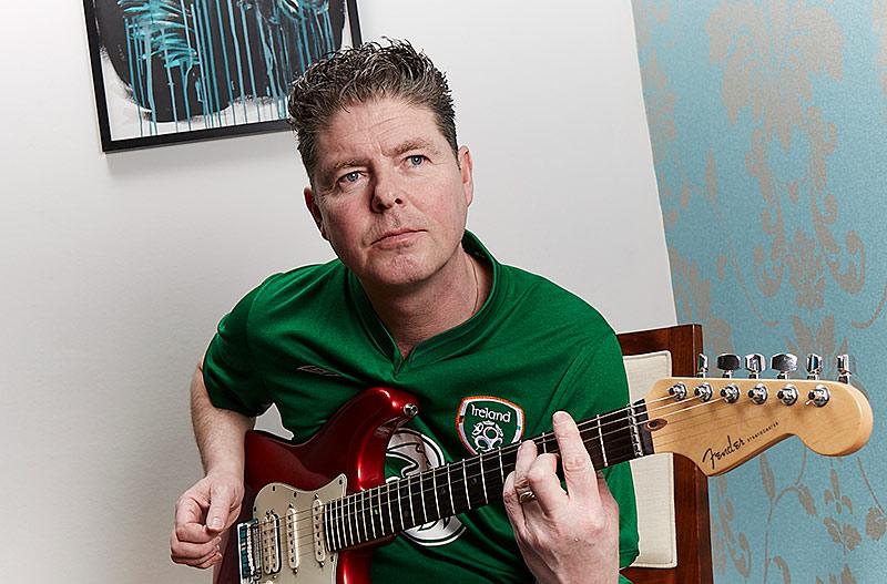 Musik och fotboll. Irländaren Paul Kavanagh ser de flesta av Elfsborgs hemmamatcher. Musiken är också en stor del av livet. Efter familjen.