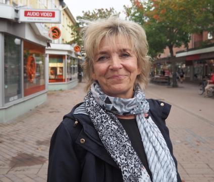 Eva-Lis Nyström:- Jag tycker om den höga luften som är under hösten och att man kan börja tända ljus, titta efter nya varmare kläder. Dessutom har jag lite mer vänner hemma hos mig. Framföralltid mår jag bara bra.
