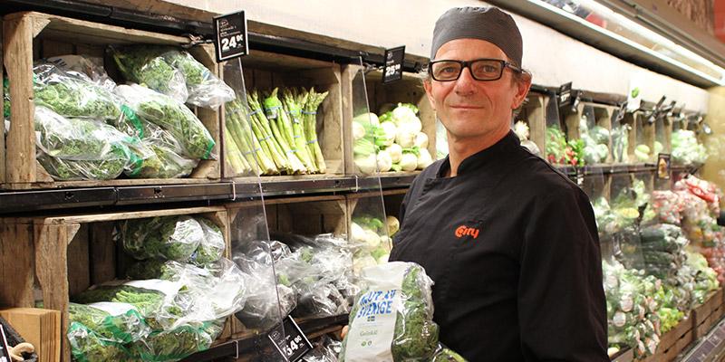 Bra bas. - Grönkål är en bra vegetarisk basvara, säger Laurent Dourret som är kock i City Knallelands kök.
