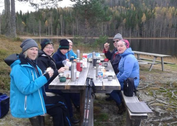 I Almsjönästrakten 20 oktober. Eileen, Anne-Marie, Adrian, Karin, Roger och Ulla