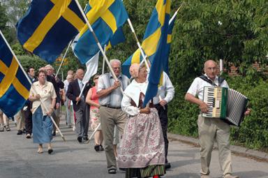 Lagom vind i fanorna och solsken ramande innationaldagsfirandet i Bollebygd.