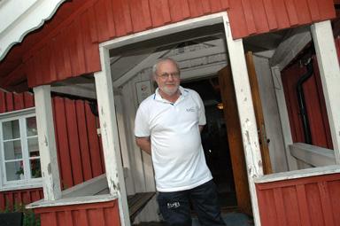 Anders Bäck är ordförande i Bollebygds Hembygdsförening och grubblar över varför så få Bollebygdsbor hittar till Hembygdsföreningens allsångs- och krysskvällar.