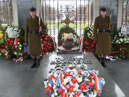 Guards in front of the Unknown Soldier's Tomb - Warsaw