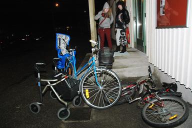 Cyklarna och rollatorn utanför Krafthuset får symbolisera tanken med huset. Krafthuset ska vara öppet för alla generationer i kommunen...