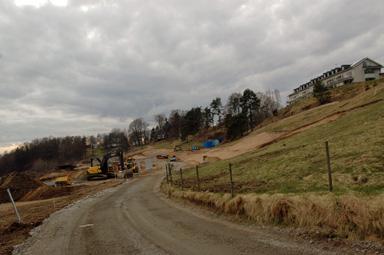 Nu börjar det byggas i sluttningen ner mot Sörån.