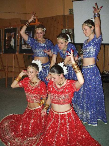 'Saathi'-bollywood dancers