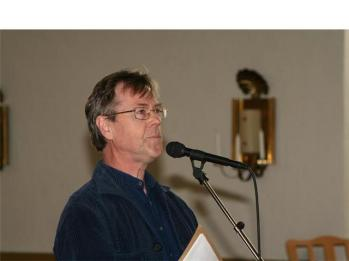 Nyligen pensionerade kantor Erik Wallenström spelade och presenterade Forsa kyrka