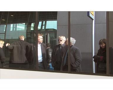 Peter Rosholm, Christer Johansson speglar sig i höghastighetstågets fönster.