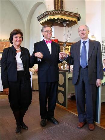 Organisterna Mary Chard Petersson och Per Gunnar Petersson med orgelbyggaren Fransesco Ruffatti <br /><br />