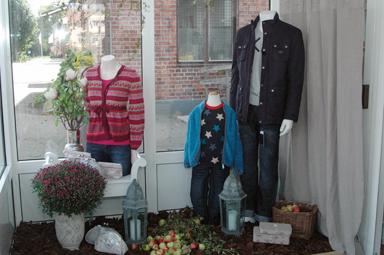Dam- barn- och herrkläder säljer Fröken Emma och Lilla Jag i före detta ICA-Persson butik i centrala Bollebygd.