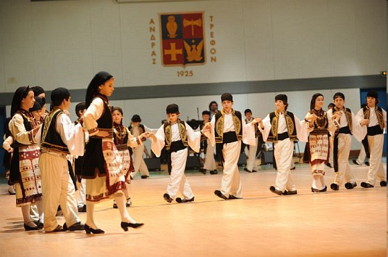 <div><div>Most dances are circle dances, start with the right foot and move counter-clockwise. Each dancer is linked by a handkerchief or by holding hands, wrists or shoulders. </div></div>