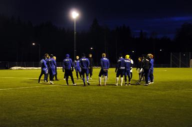 Tre kvällar i veckan tränar Bollebygds If på Olsfors plastgräs.