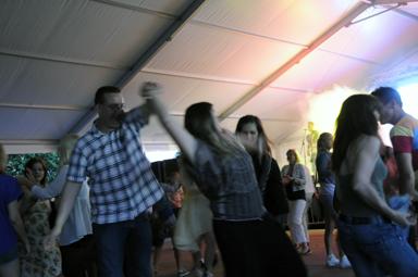 Värmlandspojkarna lyckades väl med att locka upp publiken till dans.