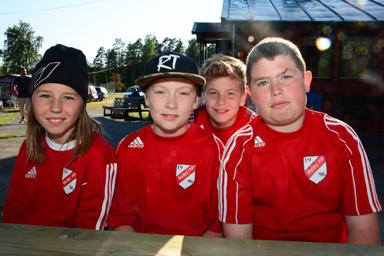 Fyra nöjda spelare från Håbo FF:s P03 lag som bott på Bollevi under Gothiaveckan.<br />Fr.v. Hampus Jönsson Brittmark, Filip Högberg, Felix Dohlon och Hugo Holmvall.