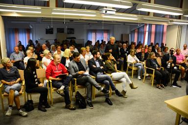 Samlingssalen i Bollegården blev fullsatt när kommunen informerade om det planerade HVB-hemmet på tomten där förskolan Frejagården tidigare låg.