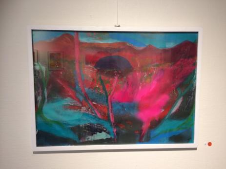 Anna Persson växlar mellan akryl, sprayfärg och blyers när hon målar sina tavlor.