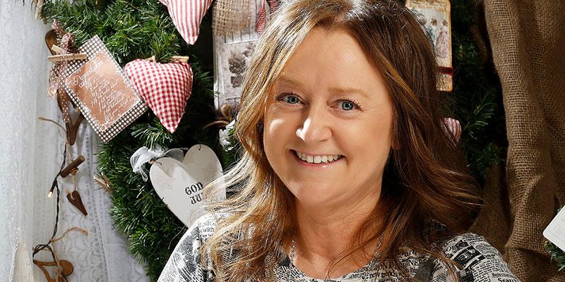 Pyssel-Stina. Stina Gustavsson har alltid gillat att pyssla. Sin butik Pyssel- skafferiet har hon drivit sedan 1993.