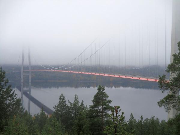 Höga Kusten-bron i dimma är också vacker