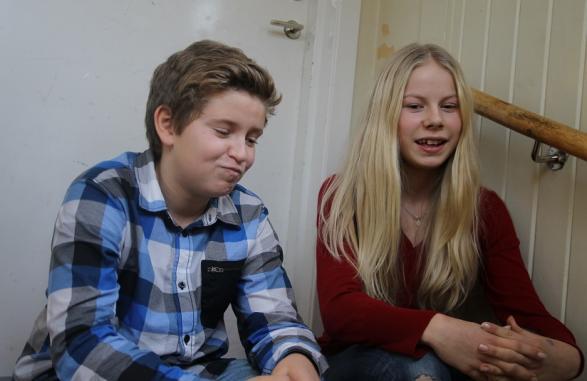 Wille och Klara gör en strålande insats när de representerar sin klass i Retorikmatchen.