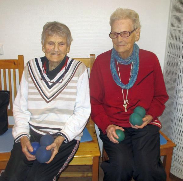 Haldis Nyström och Svea Vestin, 94 år. Ibland bäst på plan!