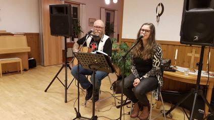 Jonny Bergman och Anna Gustavsson från Tidaholm underhöll vid Wäring-Locketorps medlemsmöte i Locketorp