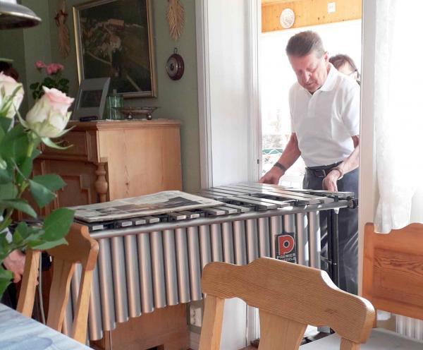 Vibrafonen fick inte delta i 85-årsfirandet, utan det blev dragspelet som fick tjänstgöra