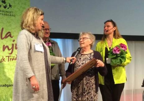 I år tilldelas utmärkelsen två eldsjälar, makarna Ulla och Åke Persson. Gunnel Carlson intervjuar dem bägge på scen under torsdagen och delar tillsammans med förbundsdirektör Inger Ekrem ut ett diplom och presentkort på växter.