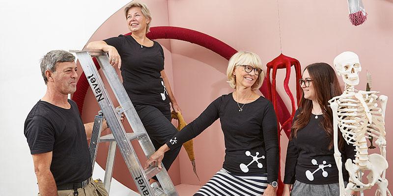 Gänget bakom. På Navet jobbar både pedagoger, en designer och tekniker för att skapa miljöer som väcker kunskapstörst. Här på bilden syns från vänster: Hamit Bytygi, Helene Berntsson, Lotta Johansson och Rebecca Strömberg. Saknas gör Anita Holmqvist.