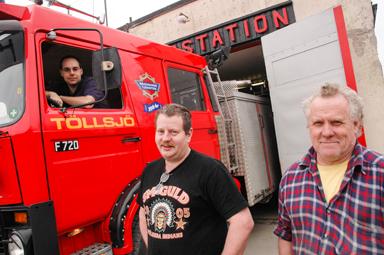 Arkivbild: I brandbilen Ted Jankovic, Jan Henriksson och Ingema Palmer. Palmer har lämnat brandvärnet.