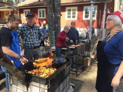 Lunch hos scouterna och fika hos Värings GIF.