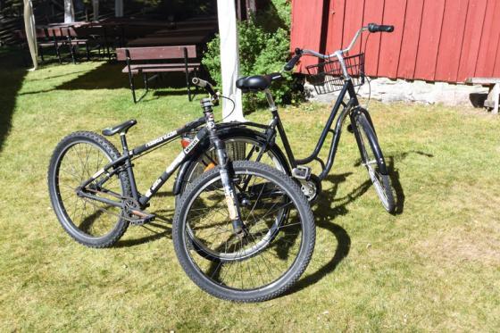 Cyklarna finns att avhämta hos hembygdsföreningen. Om några dagar lämnas de in hos polisen.