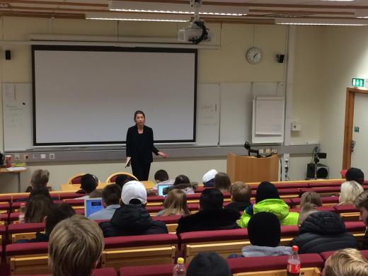 Eleverna i SA15, TE15 och EK14 lyssnade på Ramqvists föredrag.