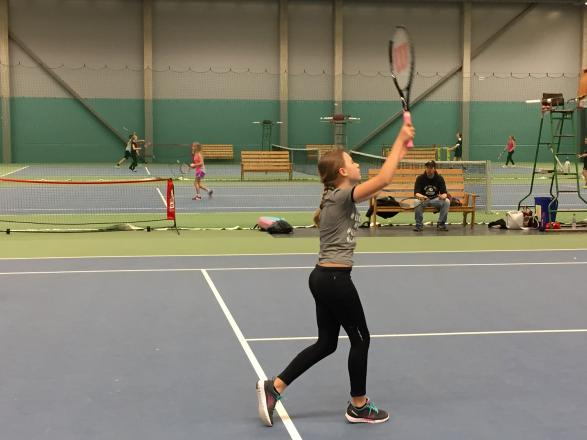 Snabb sidoförflyttning är viktigt i tennis.