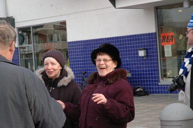 Idrottsdamerna Bodén och Rosholm har roligt